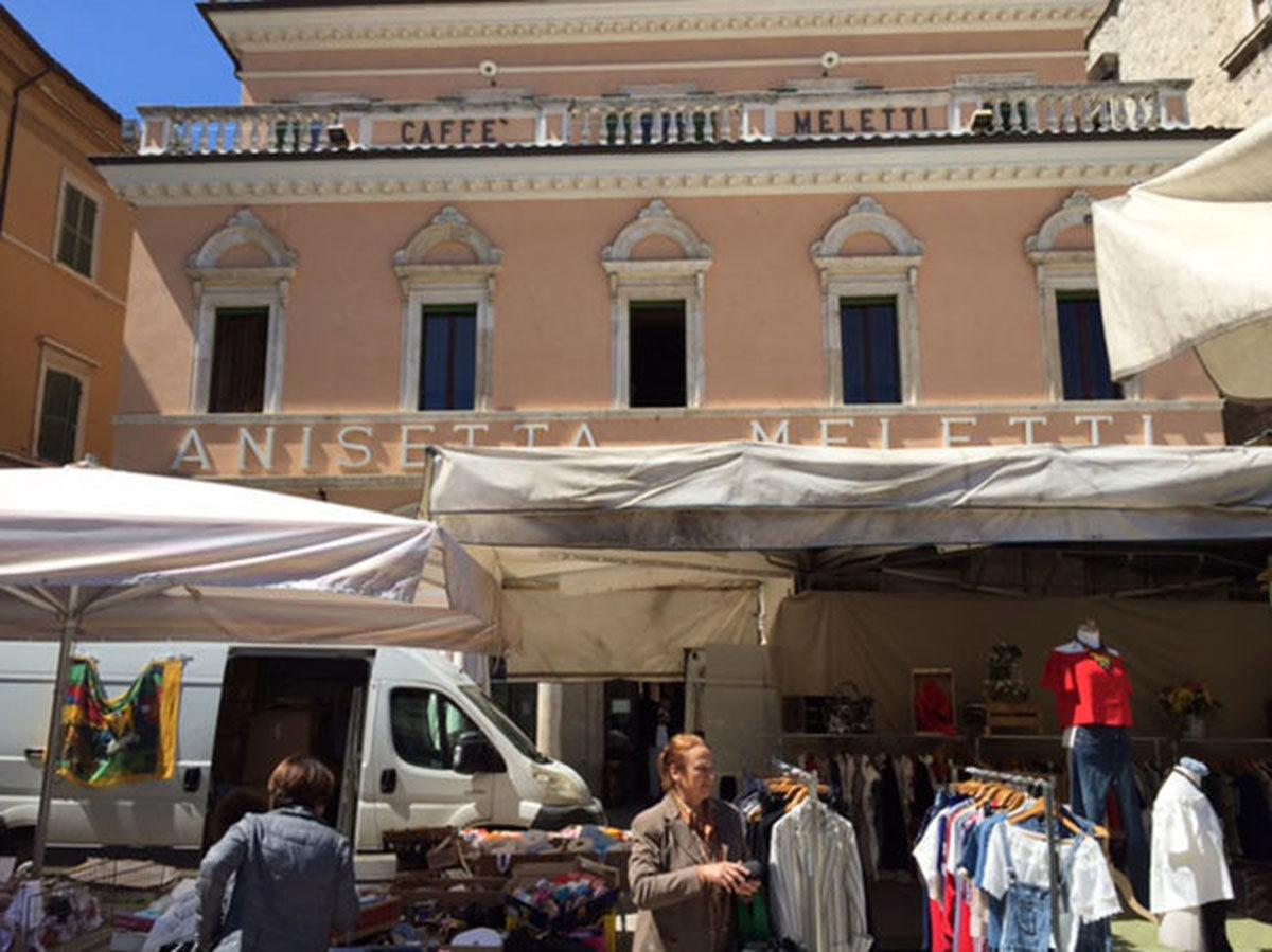 mercato-ambulante-e-meletti
