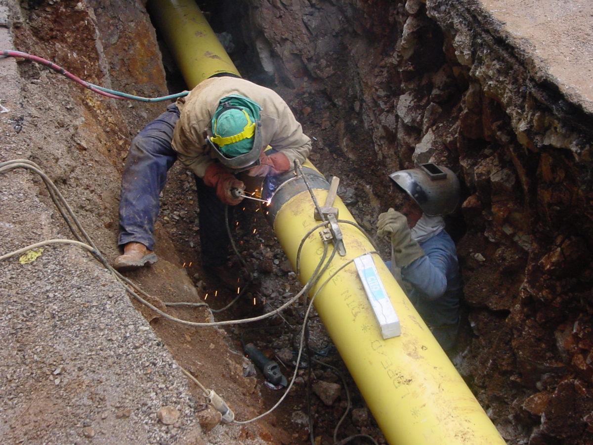 rete-gas-operai-lavoro