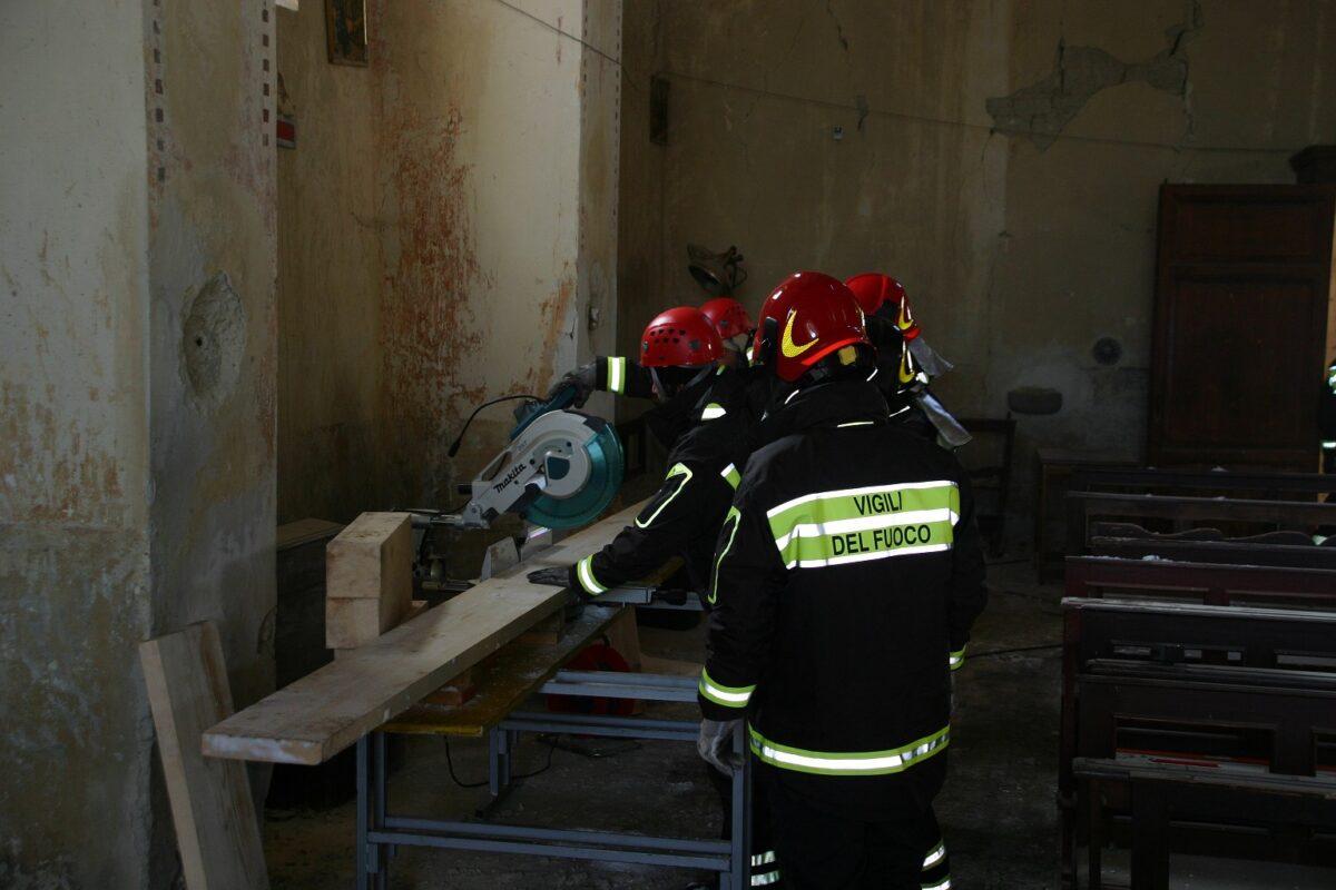 terremoto-vigili-del-fuoco-chiesa-di-san-lorenzo2