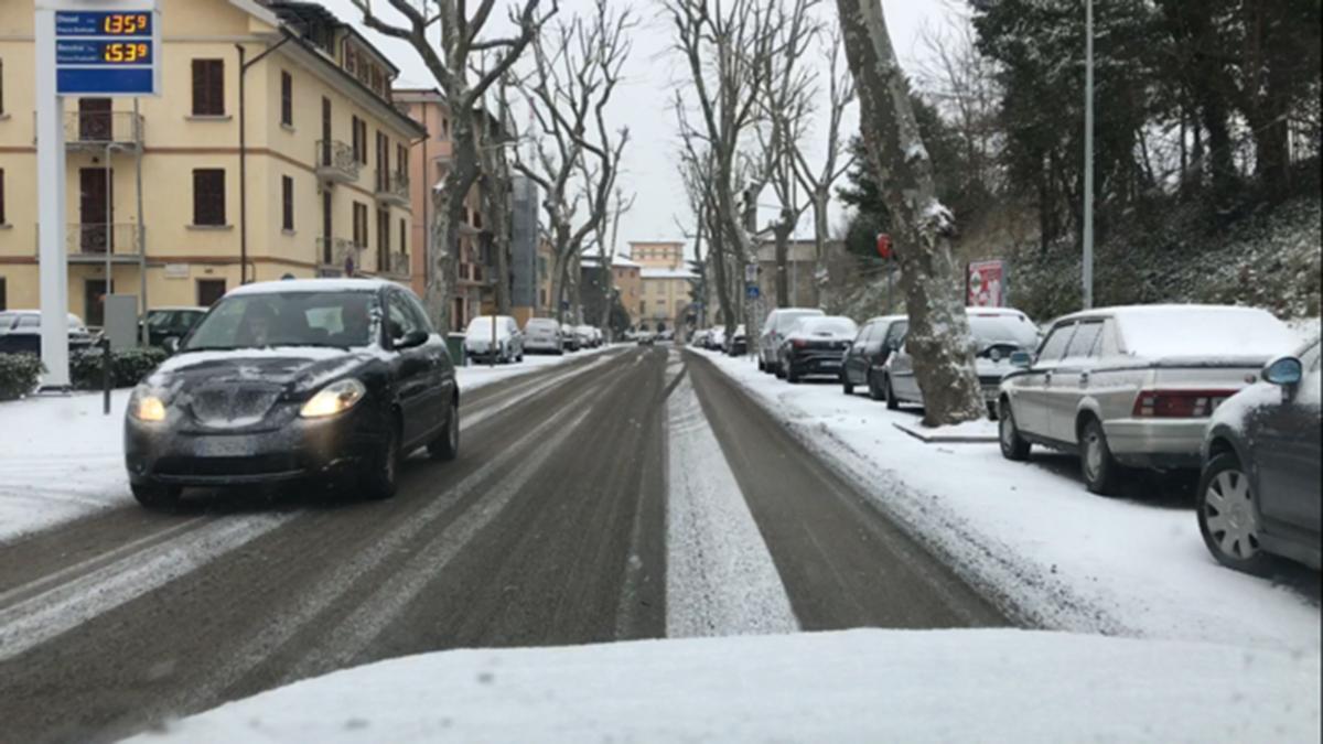 ascoli-strada-con-neve