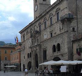 Palazzo capitani con fotina Fioravanti