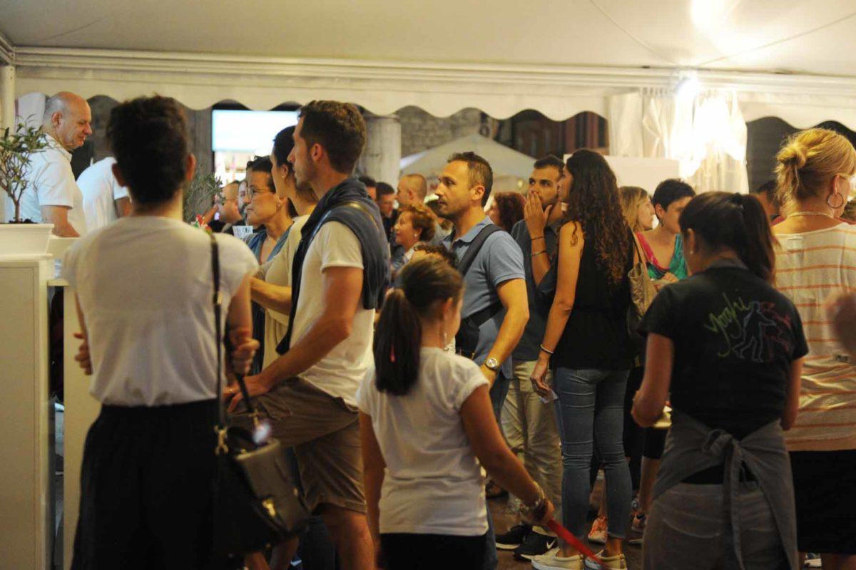 Gente in fila ad Ascoliva Festival 2016
