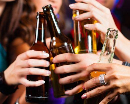 Alcol-cresce-il-consumo-tra-i-giovani-e-nei-weekend-2