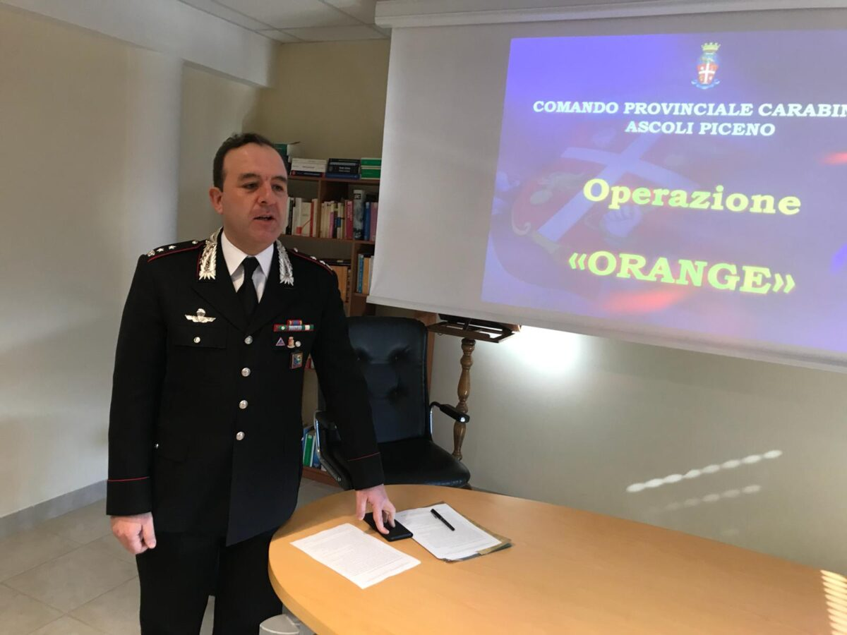 Carabinieri durante conferenza stampa