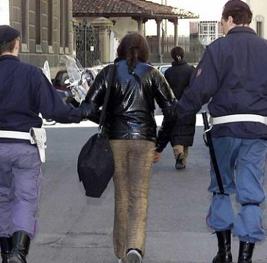 polizia-arresto-donna
