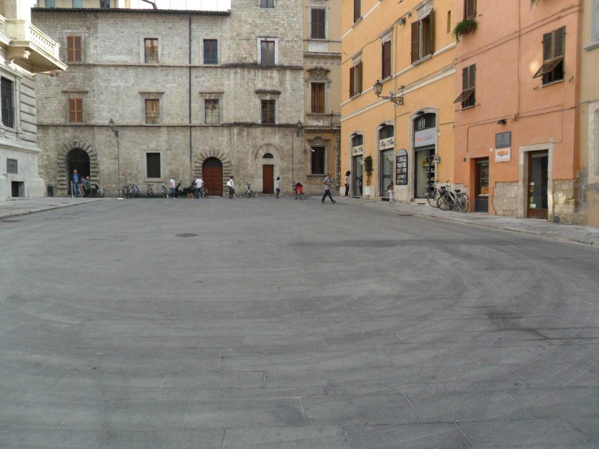 Largo Crivelli - zona ex Carisap