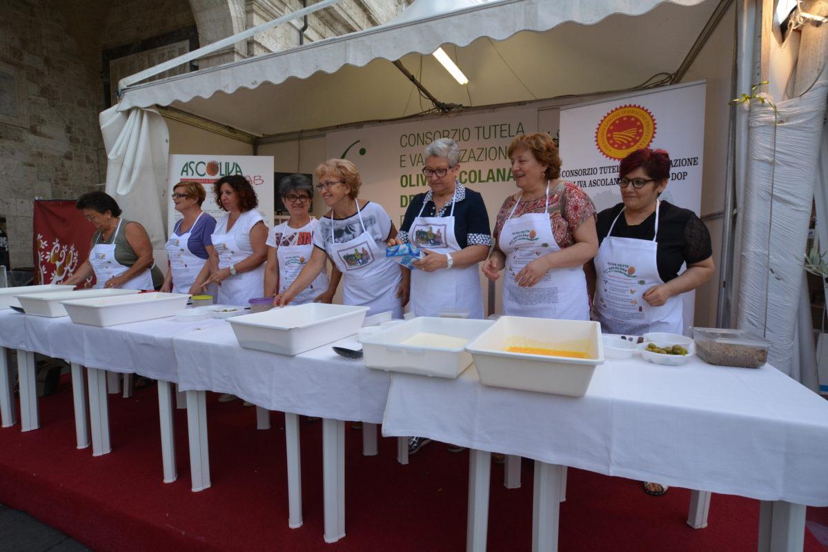 Le 8 massaie in gara ad Ascoliva 2018