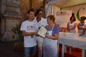 Mariani e Di Ferdinando di Ascoliva con la vincitrice Carla Nepi