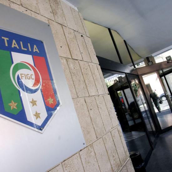 Lo stemma della FIGC presso la sede, dove si riunirˆ il Consiglio Federale per decidere sull'assegnazione dello scudetto 2006, Roma, 18 Luglio 2011. ANSA/SAMANTHA ZUCCHI