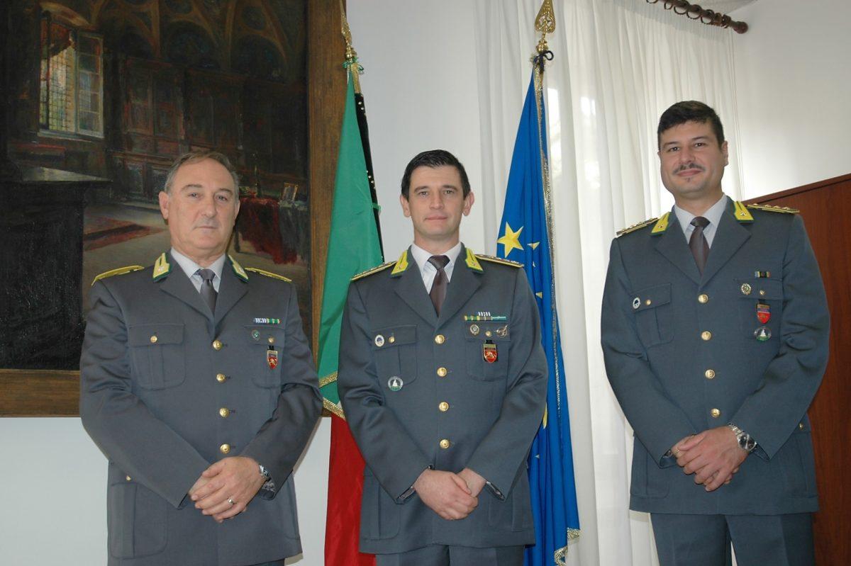 Il nuovo comandante Minerva (al centro)