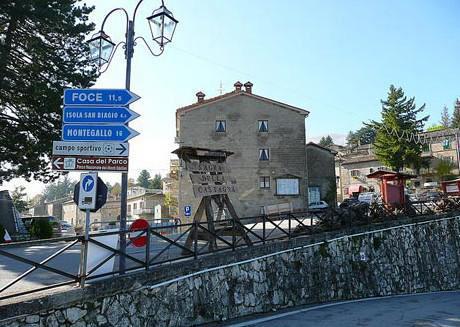 60-montemonaco-marche-cropped-56