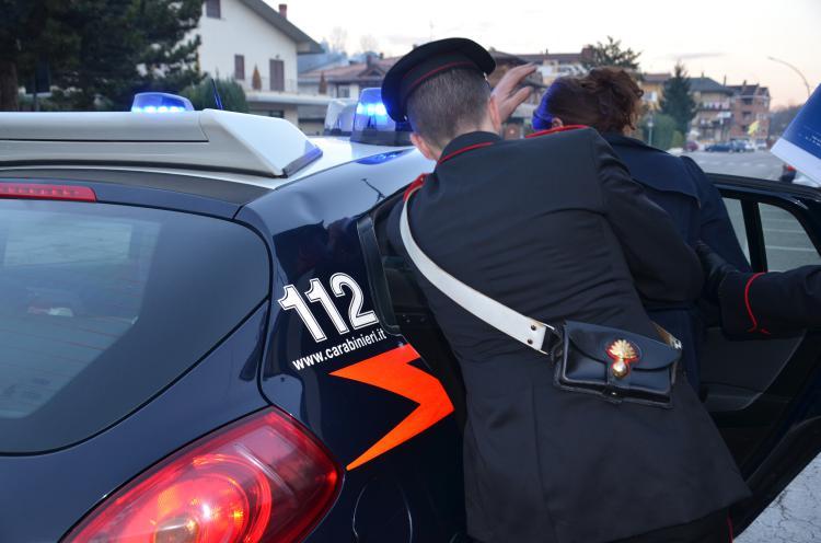 Carabinieri_arresto_donna