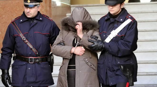 carabinieri generica donna